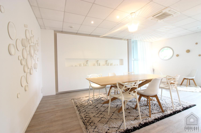 http://fabriquedespace.fr/wp-content/uploads/2018/02/salle-de-degustation-traiteur-bordeaux-architecte-d-interieur-decorateur-quissolle-fabrique-d-espace.jpg